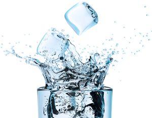 Стакан с ледяной водой