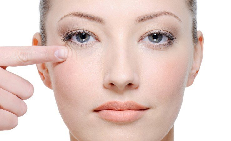 Как увлажнить кожу вокруг глаз?