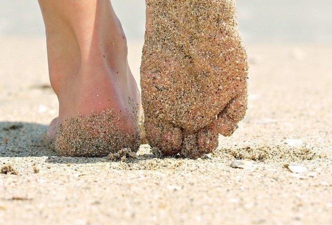 Прогулка босиком по пляжу