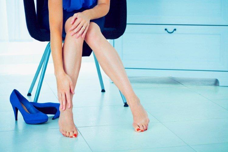 Причины отечности ног и эффективные домашние средства избавления от нее