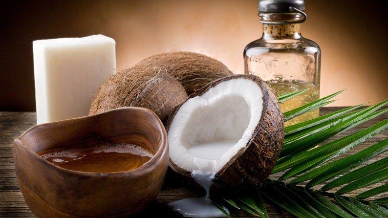 Кокосовое масло, кокосы и натуральное мыло