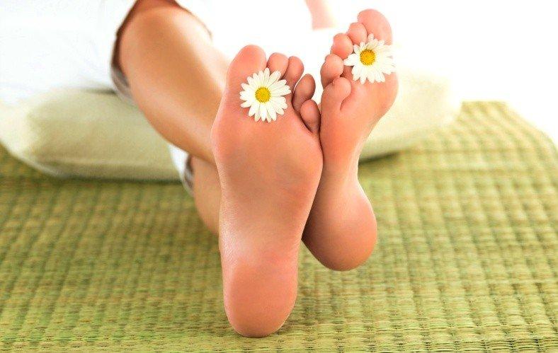 Гладкие ноги и цветы