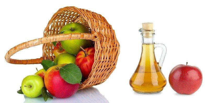 Яблоки в корзине и яблочный уксус
