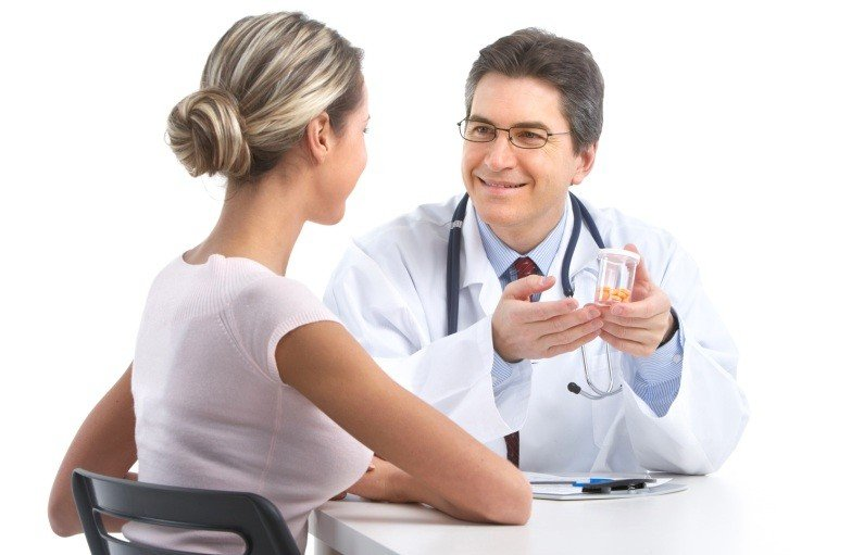 Девушка на приеме у дерматолога
