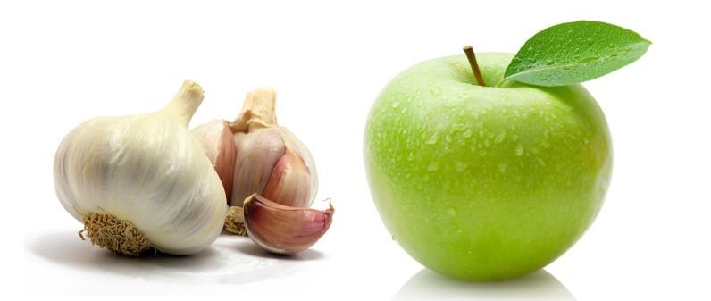 Кислое яблоко и чеснок