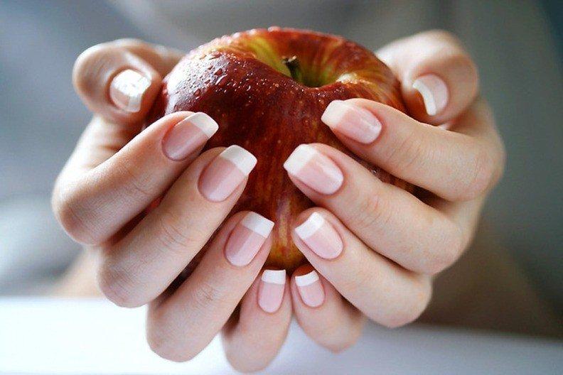Крепкие ногти и яблоко