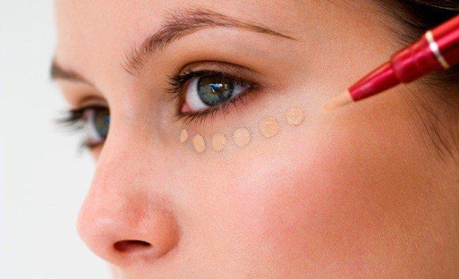 Маскировка синяков с помощью макияжа