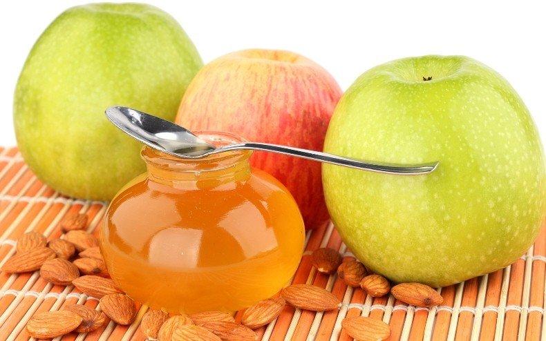 Мед, яблоки и миндальные орехи