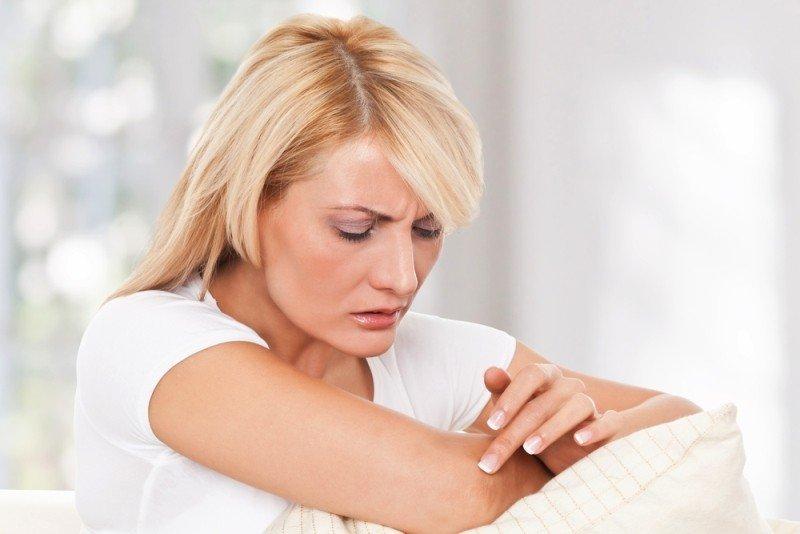 Узнайте, почему шелушатся локти и как от этого избавиться?