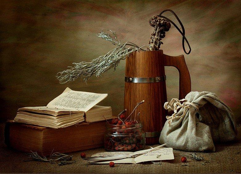 Сушеные травы, ягоды, книга заговоров, льняной мешочек