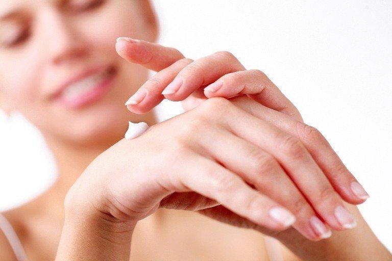 Нанесение крема для рук