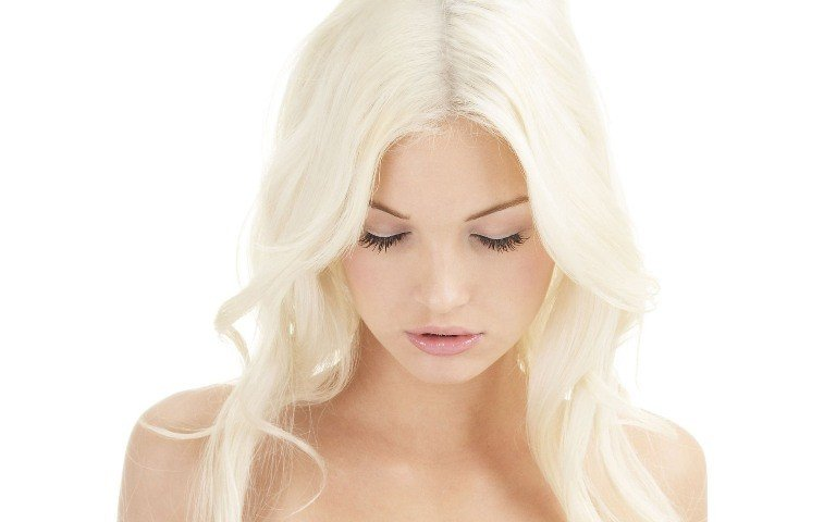 Девушка с осветленными волосами