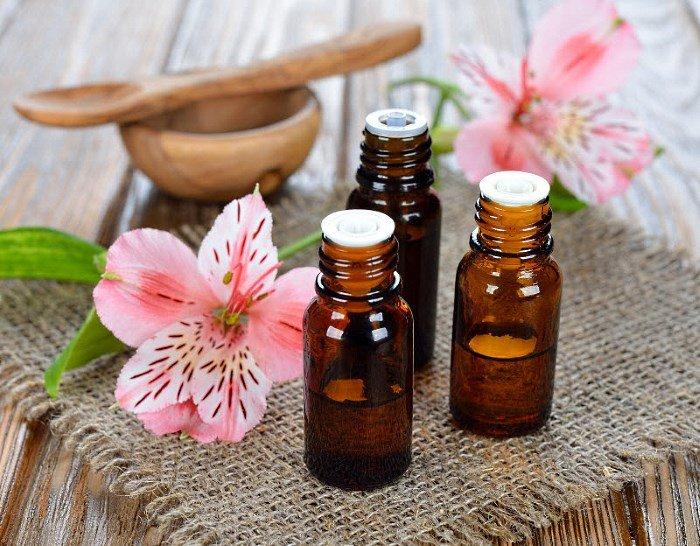 Эфирные масла, цветок, миска и ложка