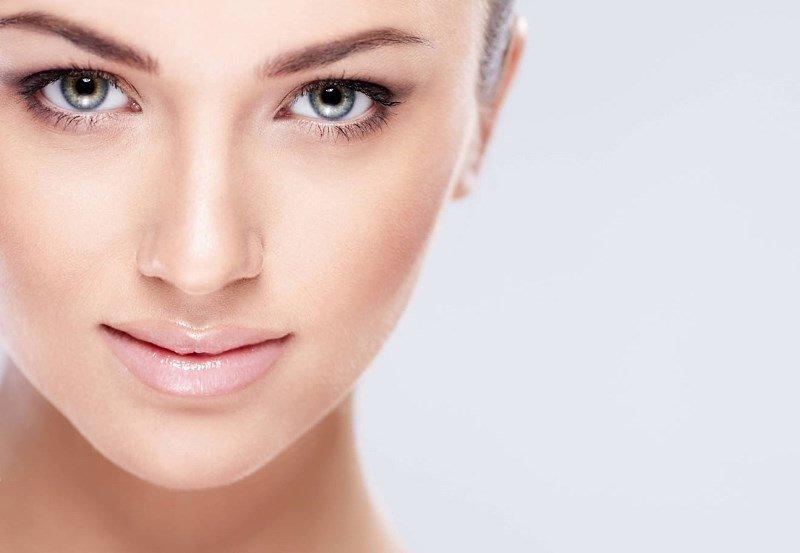 Красивое женское лицо и глаза