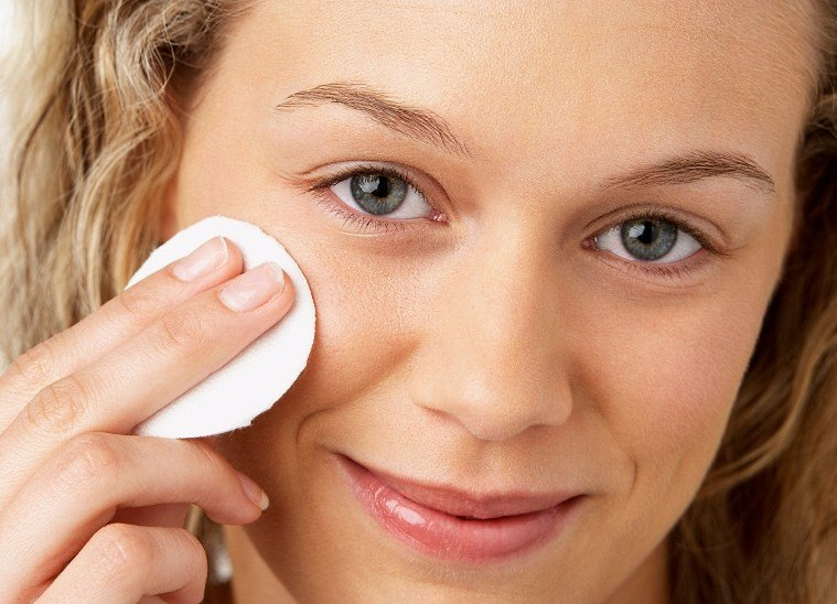 Нанесение маски на область вокруг глаз