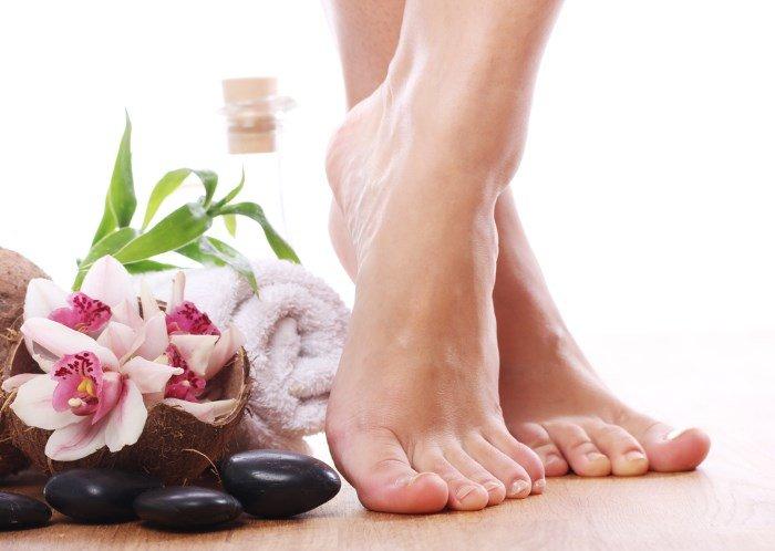 Ноги, цветы, полотенце