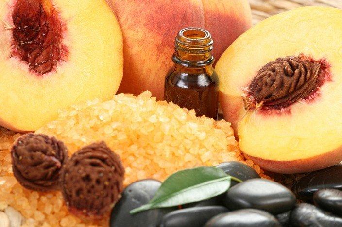 Персиковое масло и персики
