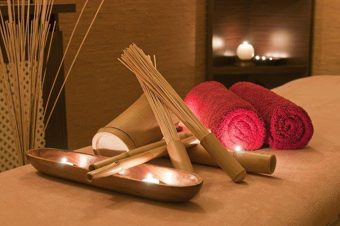 Свечи, ароматические палочки. полотенца
