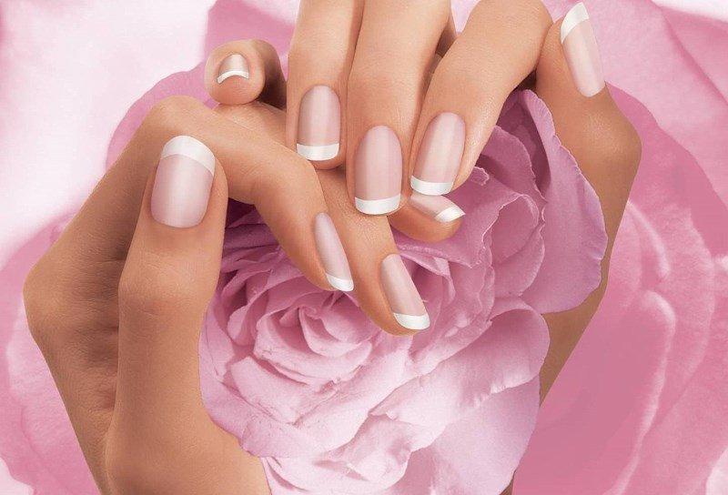 Ногти на руках и цветы