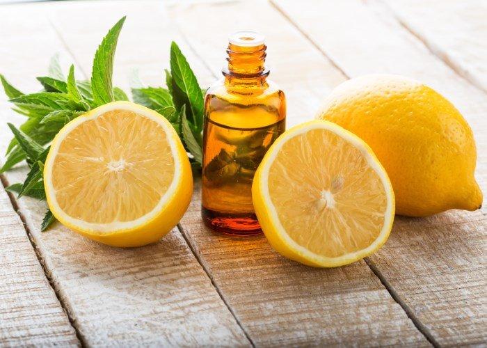 Лимонное масло и лимоны