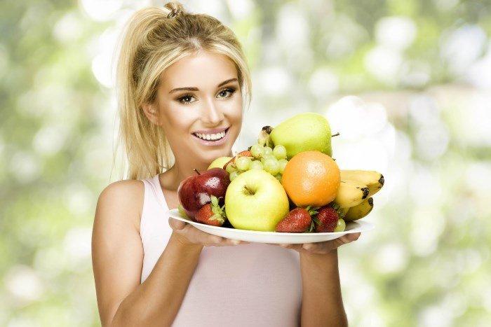 Правильное питание, девушка с фруктами