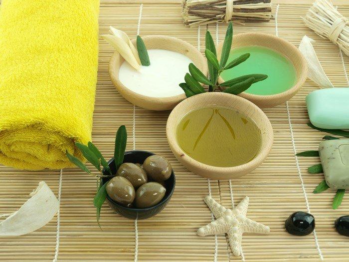 Оливковое масло, полотенце, оливки