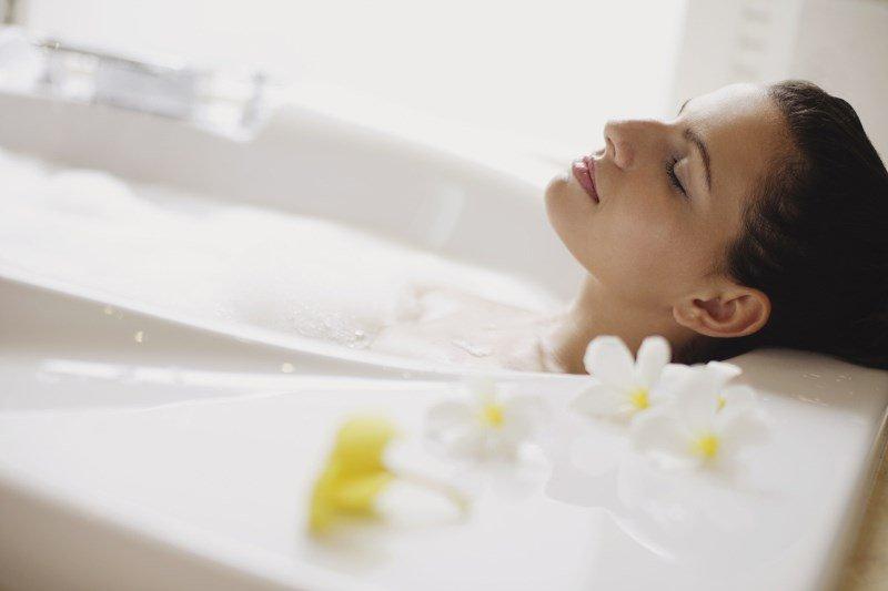 Перед проведением баночного массажа полезна ванна с солью