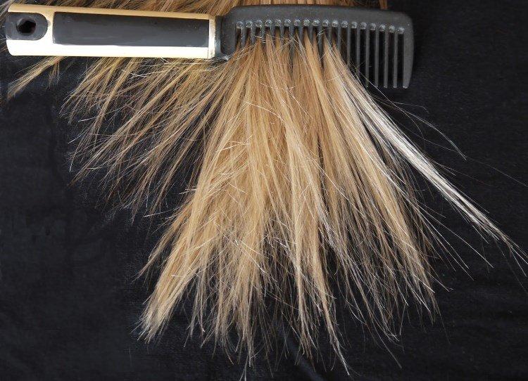 Волосы и расческа