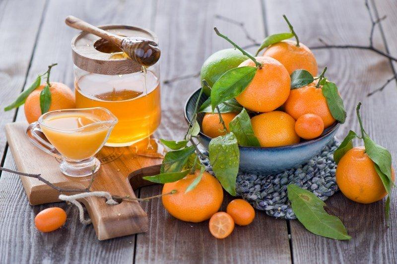 Мед и фрукты