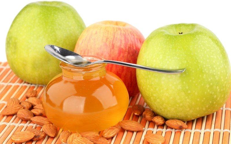 Яблоки, мед и орехи