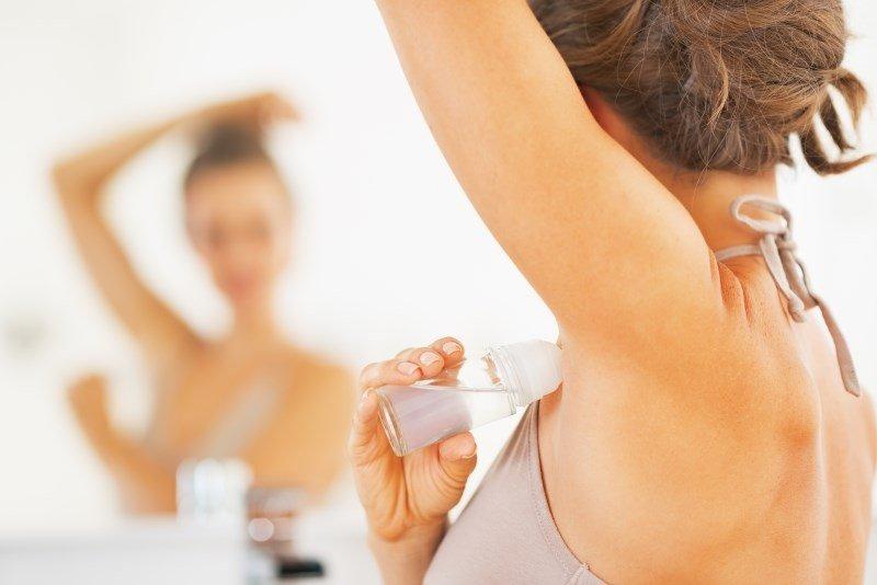 Использование дезодоранта-антиперспиранта