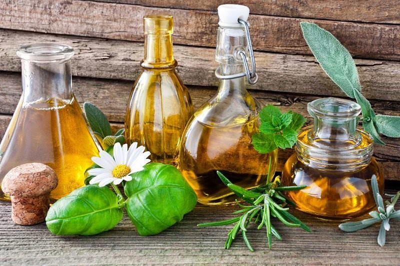 Хорошие народные средства от прыщей на лице: травы, масла, настои