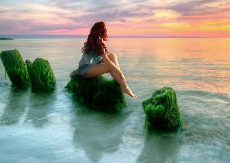 Девушка, море, водоросли