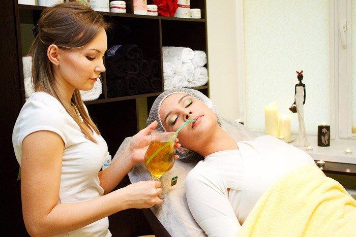 Питье во время процедуры виски-пеленания