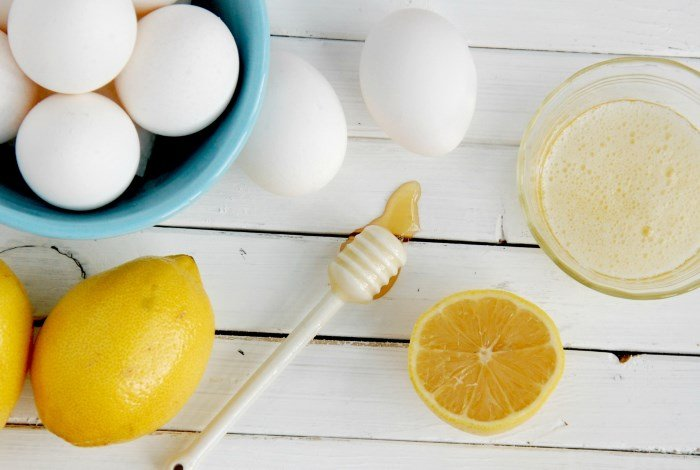 Яйцо, мед и лимон для маски