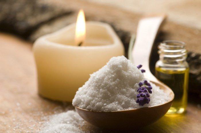 Соль, эфирное масло и свеча