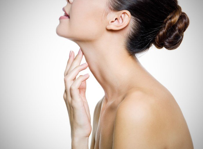 Женская шея и зона декольте
