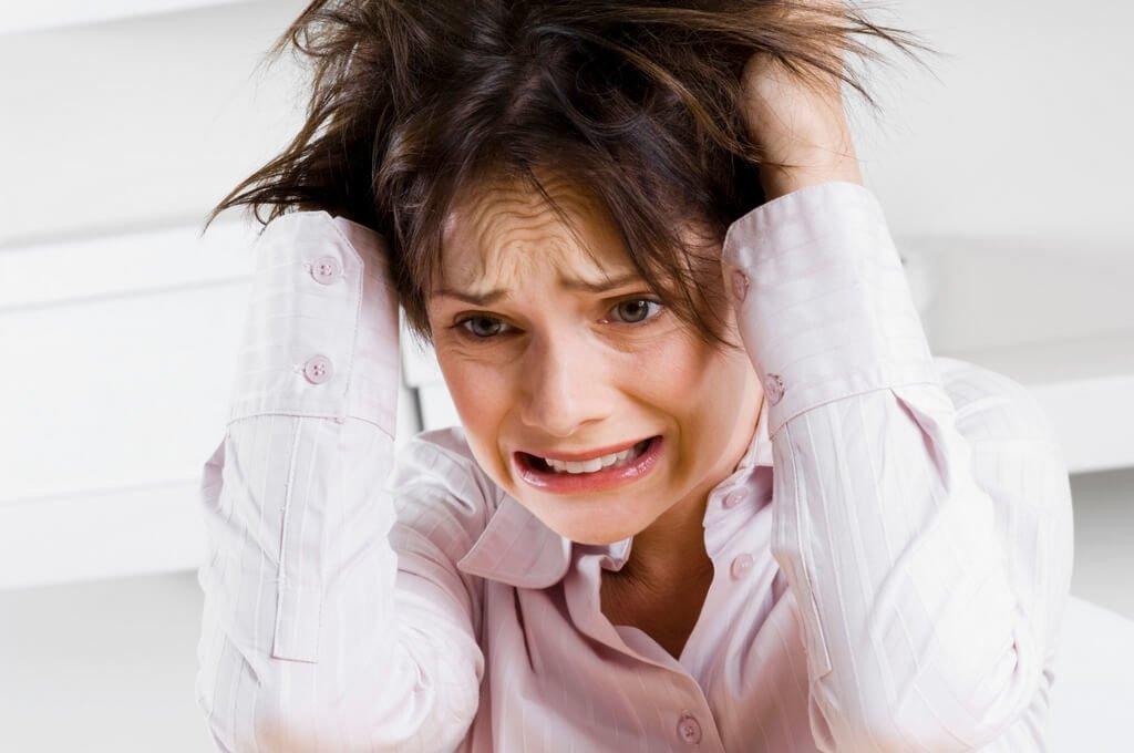 Одна из причин выпадения волос это - стресс