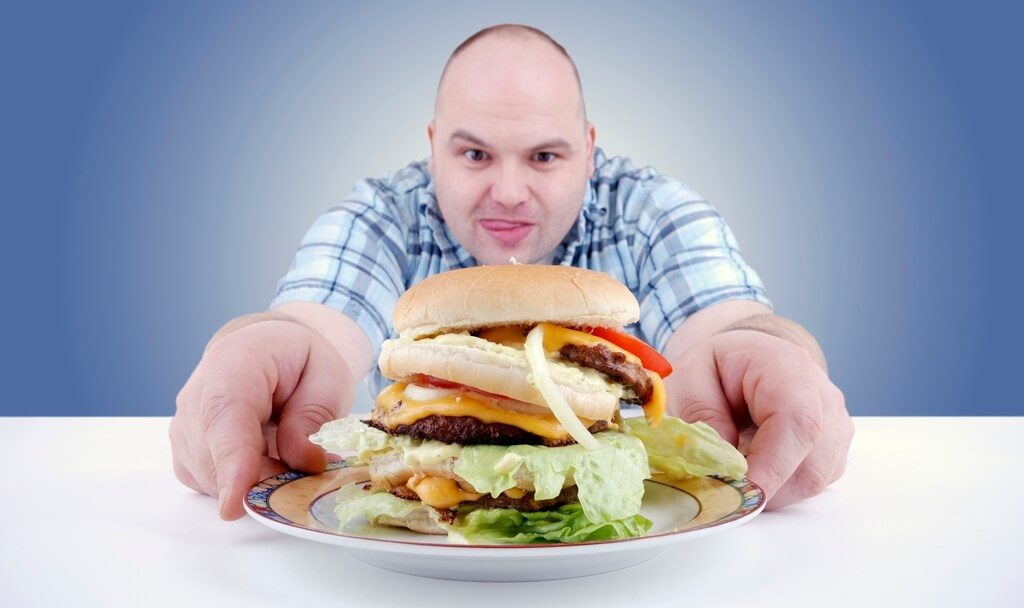 Несбалансированное питание может привести к появлению прыщей