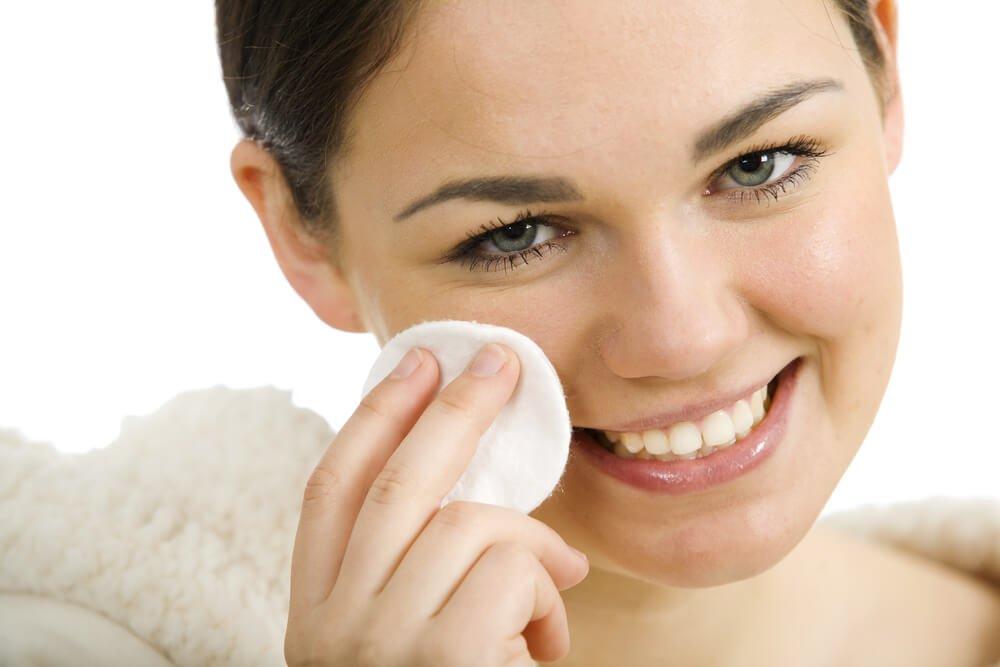 Как правильно ухаживать за кожей в подростковом возрасте?