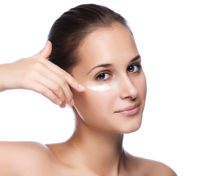 Коллаген – это белок, который дает эластичность и упругость, когда процесс образования этого элемента замедляется, кожа быстро стареет