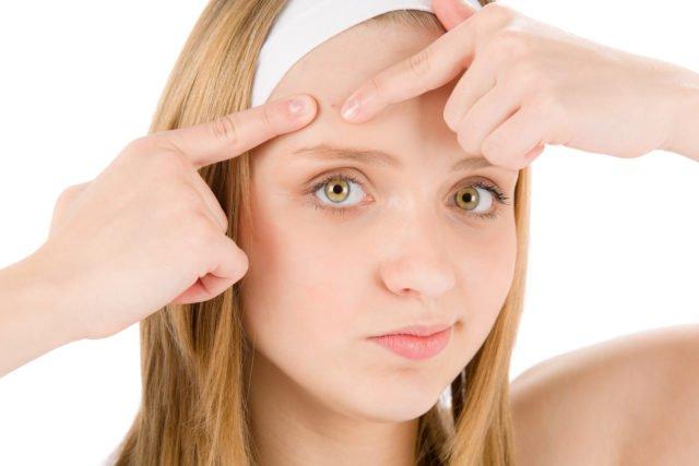 Проблема решается тщательным ежедневным очищением лица специальными косметическими средствами