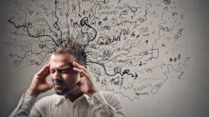 Себорея кожи головы может начаться из-за стресса