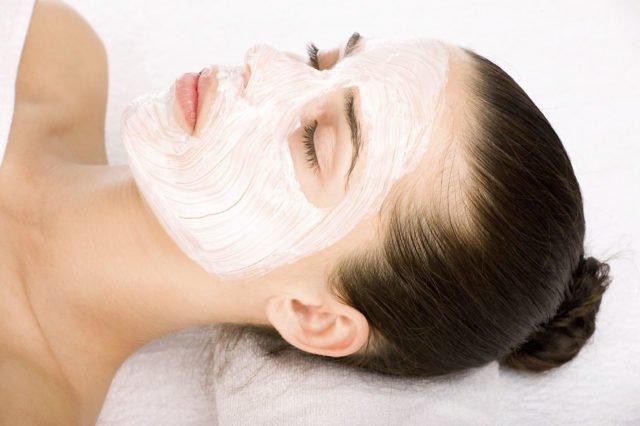 Для достижения лучшего эффекта распарьте лицо с помощью водяной бани