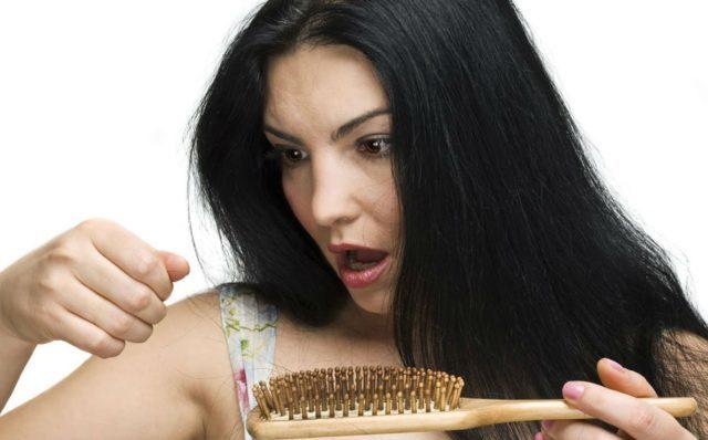 Конечно, внешние факторы тоже оказывают влияние, такие как перегрев волоса, пересушивание волос
