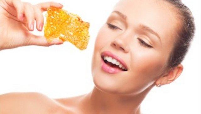 Хорошо удаляют излишки жира и сала маски из глины или на основе фруктовых кислот