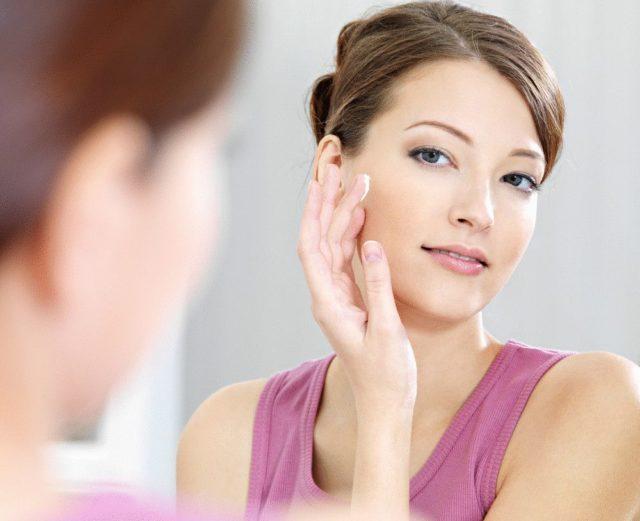 Первым шагом на пути избавления от красных пятен должно стать максимальное очищение кожи
