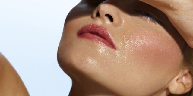 Шелушащаяся кожа, сальный блеск, зуд и покраснения — вот признаки себореи