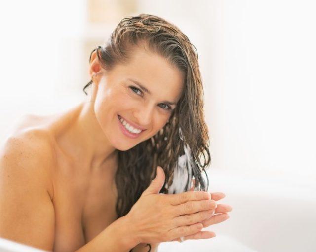 Процедуру нужно проводить три раза в неделю за три часа до мытья головы
