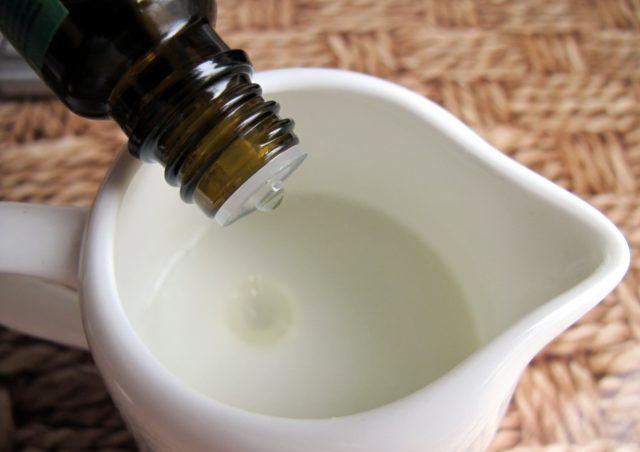 Исключение – чистое масло наносят точечно на маленькие проблемные зоны кожи